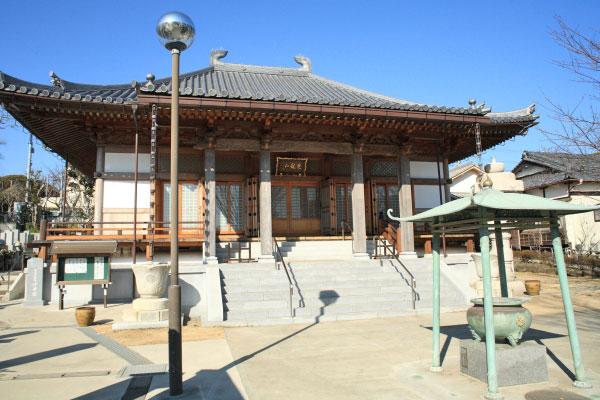 光念寺本堂。