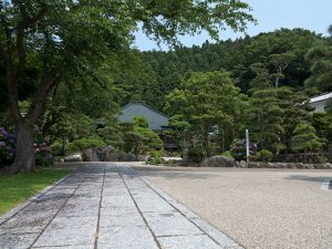 風格ある大長寺境内。