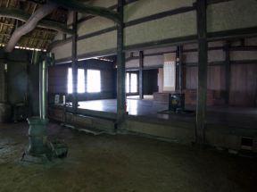 旧石井家住宅の土間からひろまをみます。