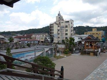 延命寺本堂から周辺をみます。