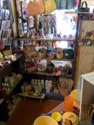 SOUK SOUK SOUK店内奥のスペース。小物いれや食器などが並びます。