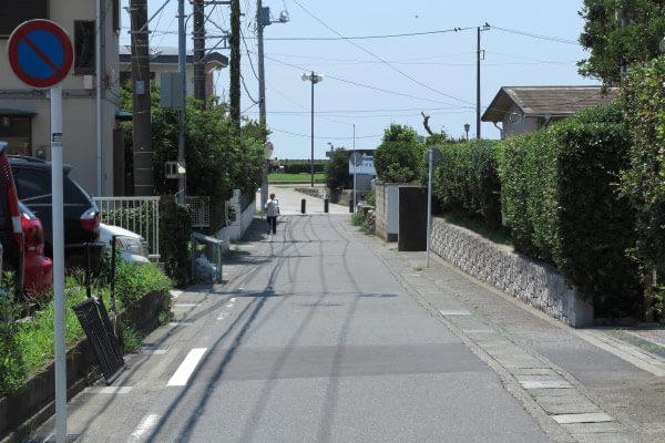鎌倉駅 裏駅から御成通りを抜けて六地蔵から和田塚、海浜公園へと出る道。