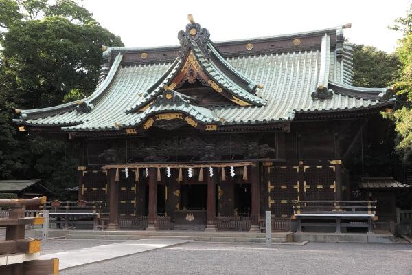 三嶋大社の御殿。本殿、幣殿(へいでん)、拝殿から成る総欅素木造りの建物です。