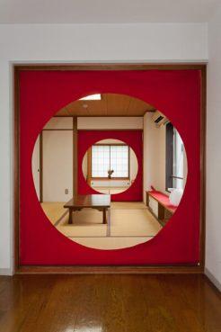 明月院の丸窓をモチーフにしたタローズハウスの内装。