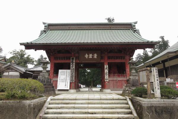 清澄寺、仁王門。文久3年(1863年)の建物です。