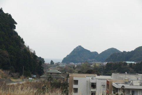 清澄山を下りていくと、鴨川の海がみえてきます。