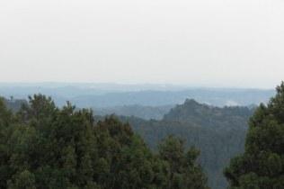清澄寺、旭が森の日蓮像が仰ぐ景色。