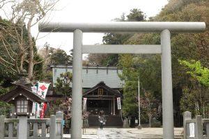 天津神明宮の三ノ鳥居。鳥居をくぐると神々がいらっしゃる聖域です。