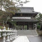 誕生寺、仁王門。