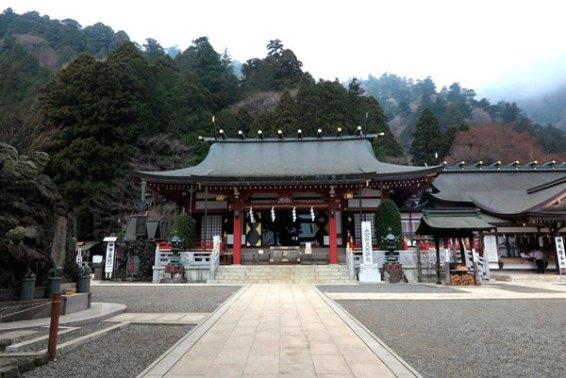 大山阿夫利神社の下社。明治の廃仏毀釈まで永らく大山寺の本堂でした。