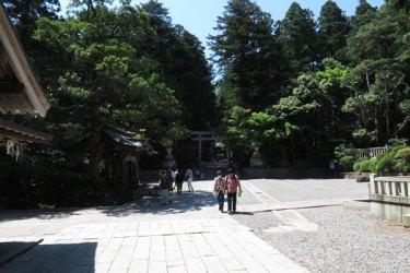 彌彦神社、手水舎。