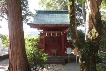伊豆山神社、摂社雷電社(若宮)。瓊瓊杵尊(ににぎのみこと)をお祀りしています。