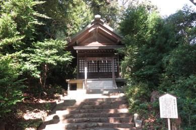 伊豆山神社。祖霊社。関八州総鎮護、伊豆大権現に仕えた氏人の祖霊をお祀りしています。