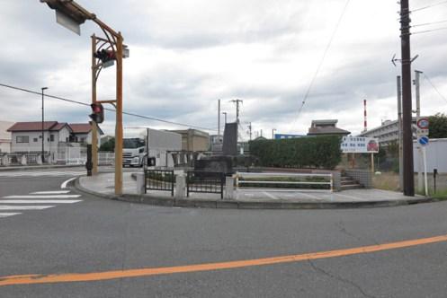 平家越の石碑は現在の富士川から7km程東側にあります。