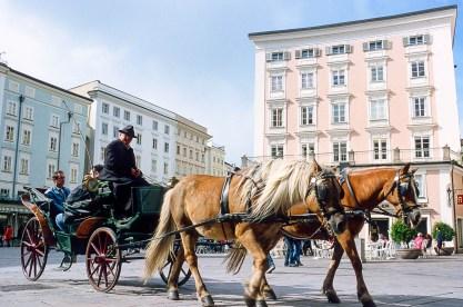 Paseo por el casco histórico en coche de caballos.