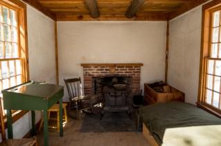 Replica de la cabaña de Thoreau en la orilla de Walden.