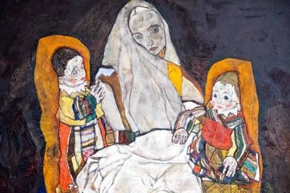 Madre con dos hijos (Schiele).