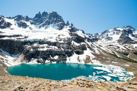 Laguna en el Parque Nacional Cerro Castillo.