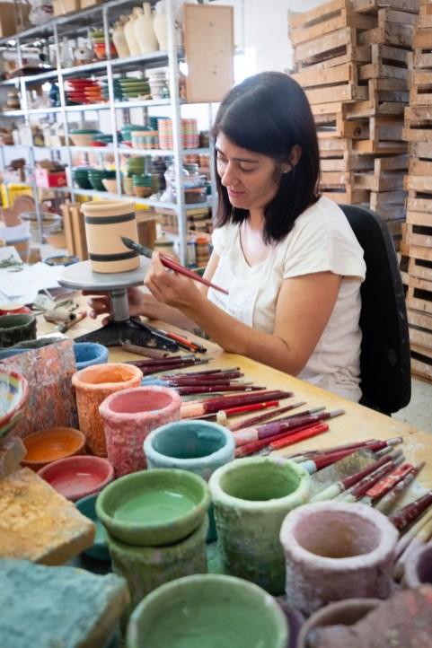 María Granados, la hija, se encarga de la pintura.