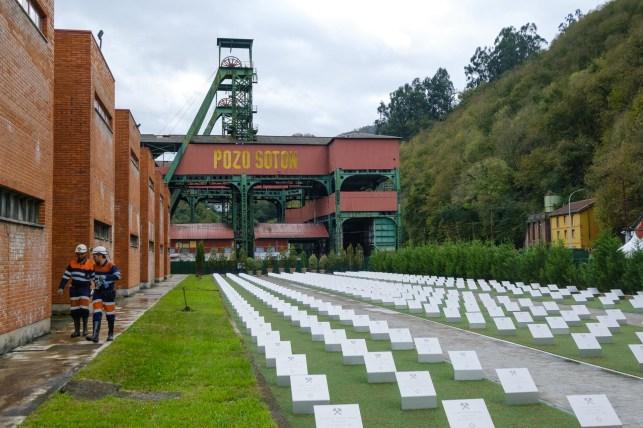 Pozo Sotón y memorial.