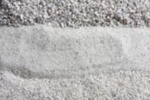Кварцов пясък с висока чистота.