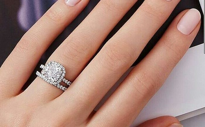 What Finger Does Your Engagement & Wedding Ring Go On?