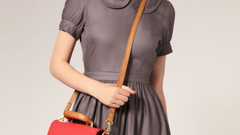 Style Request: 5 Ways To Carry Your Handbag in Style