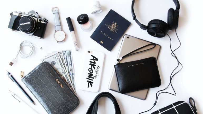Top 10 Travel Essentials For The Holiday Season!