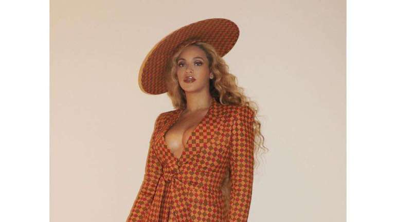Ankara Styles #467: Beyonce Stuns In African Inspired Print Suit!