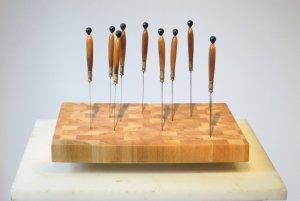 Le billot du secours 2 oeuvre artiste contemporain Kamel Yahiaoui