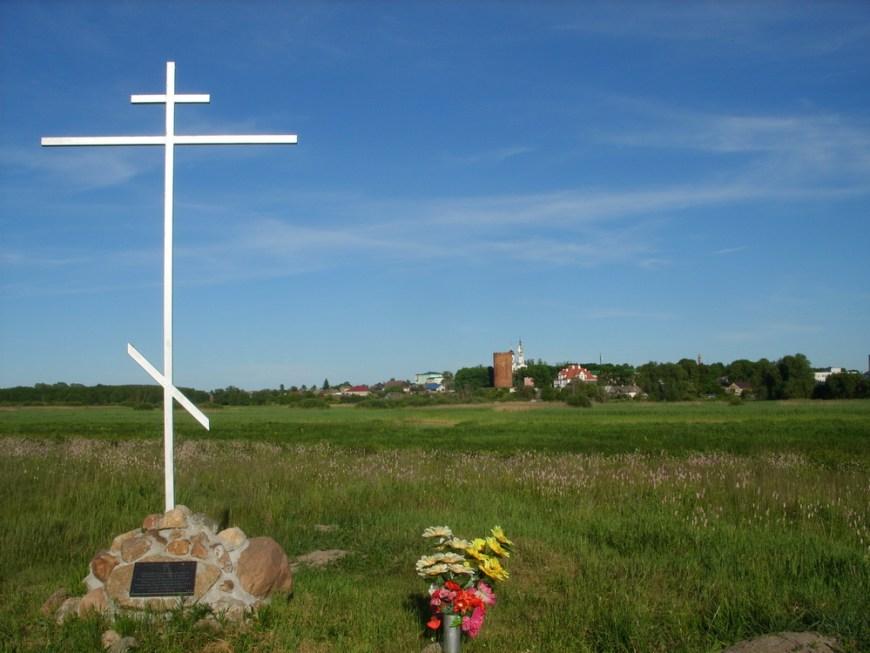 Памятный крест, установленный в 2014 году