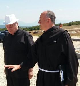 biskup Mile Bogović i fra Miljenko Stojić