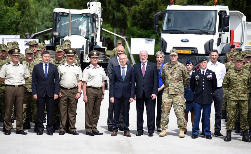 SAD Inženjerskoj satniji Hrvatske kopnene vojske donirao mehanizaciju vrijednu 7,8 milijuna kuna