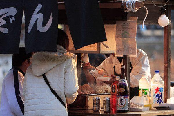 640px-Oden_stall_by_mrhayata_in_front_of_Shinobazu_No_Ike_Ueno-600x400-e1510968604774 脱サラして後悔 飲食店での起業が失敗する本当の理由はコレです!