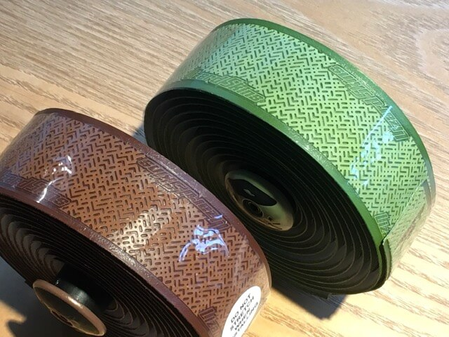 LIZARD SKINS DSP 2.5 V2 リミテッドカラーバーテープグリーンとブラウンの色比較