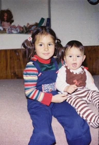 Alături de fratele ei, Christian, la Sibiu, cu puțin timp înainte de fuga din România