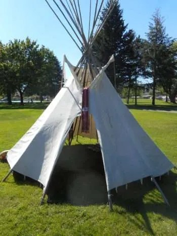 Metis tipi and smudging area