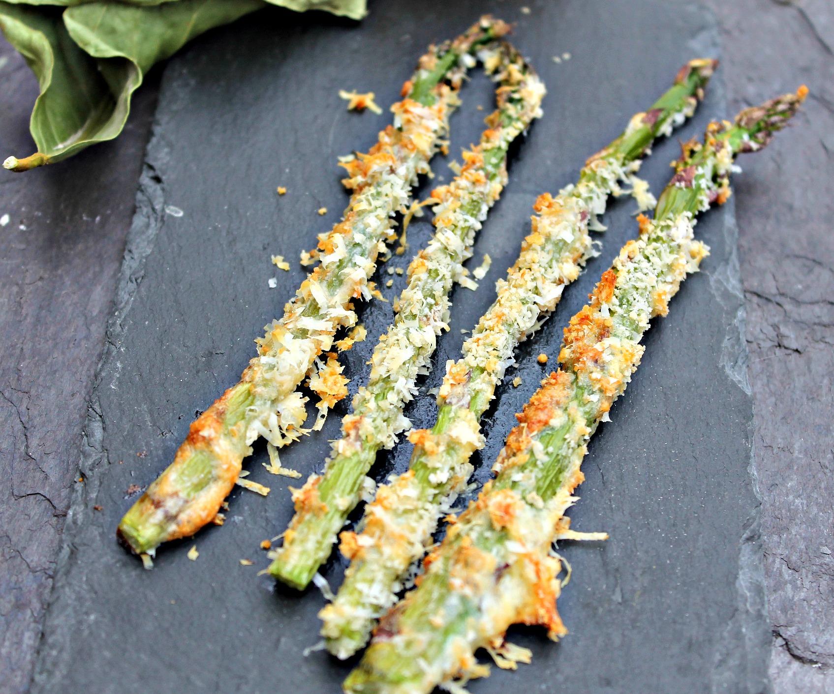 Knasende sprøde asparges med parmesan
