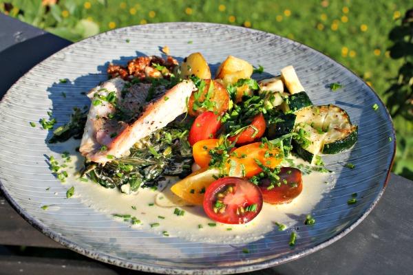 Skindstegt rødfisk med spinat – ristet nye kartofler