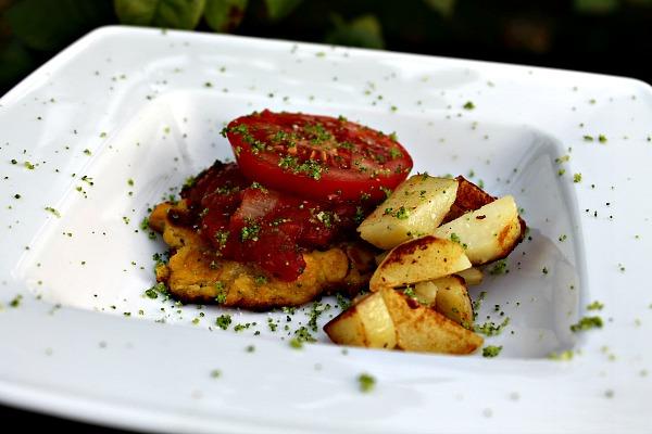 Majsfritter med tomat – chilisalsa , ristede kartofler