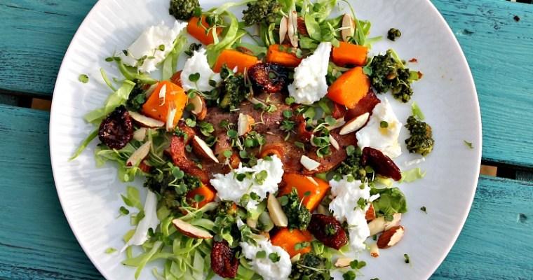 Salat med bagt butternut Squash, spidskål, bacon samt mozzarella