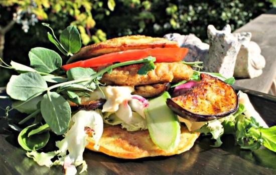 Kikærterbøffer – her samlet til en burger