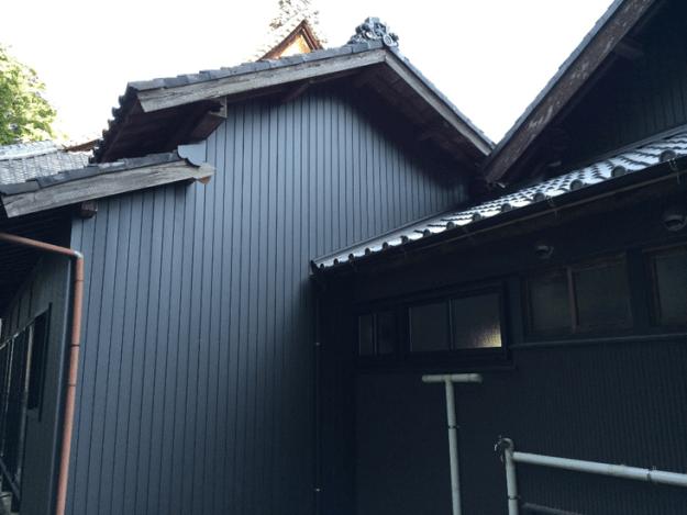 外壁:角波(4山) 材料:カラーガルバリウム鋼板 愛知県幸田町