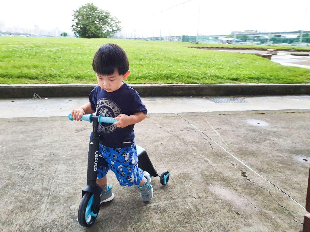 20200520 165310 compressed 20200520 165310 compressed 育兒開箱 孩子們最愛 超買單的義大利Lecoco三合一兒童滑板車滑步車 Lecoco, 三合一兒童滑板車滑步車, 三輪車, 滑板車, 滑步車, 育兒神器