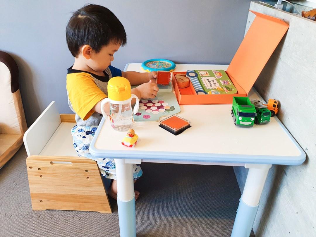 20200818 150425 20200818 150425 育兒日記|價錢可愛又高CP值 Kikimmy我的第一張桌椅 升降桌椅成長型桌椅組 kikimmy, 升降桌, 升降椅, 原木書桌, 原木桌椅, 成長型, 成長型書桌, 成長型桌椅, 成長型椅子, 我的第一張桌子, 我的第一張離乳桌