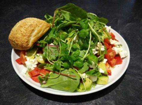 salat-s-konopnymi-semeny
