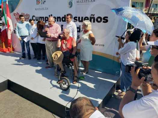 wheelchair_warren_finishline_mazatlan.jpg