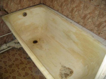 Такую ванну уж точно пора реставрировать