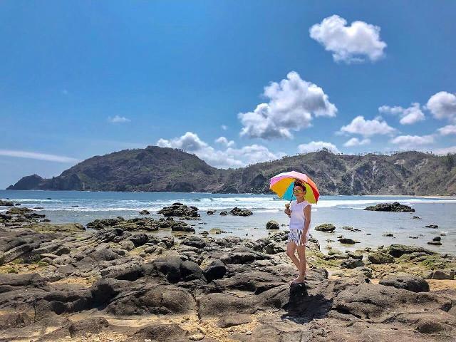 Bersinarnya Pasir Pantai Wediombo, Keindahan Alami di Pesisir Perbatasan Jogja – Wonogiri