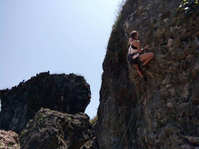 panjat tebing pantai siung